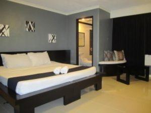 Richmond Plaza Suite Room