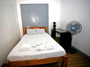 Chill Out Guesthouse Manila Fan Room Bagpackers (shared bathroom)