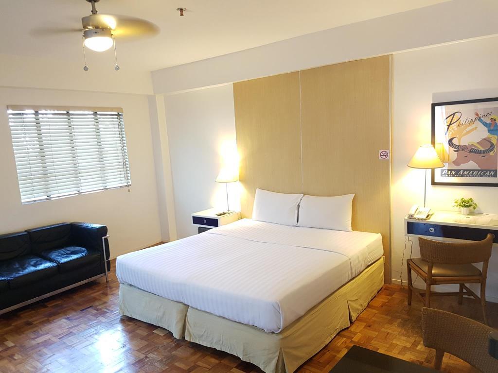 Clipper Hotel Makati Deluxe Room